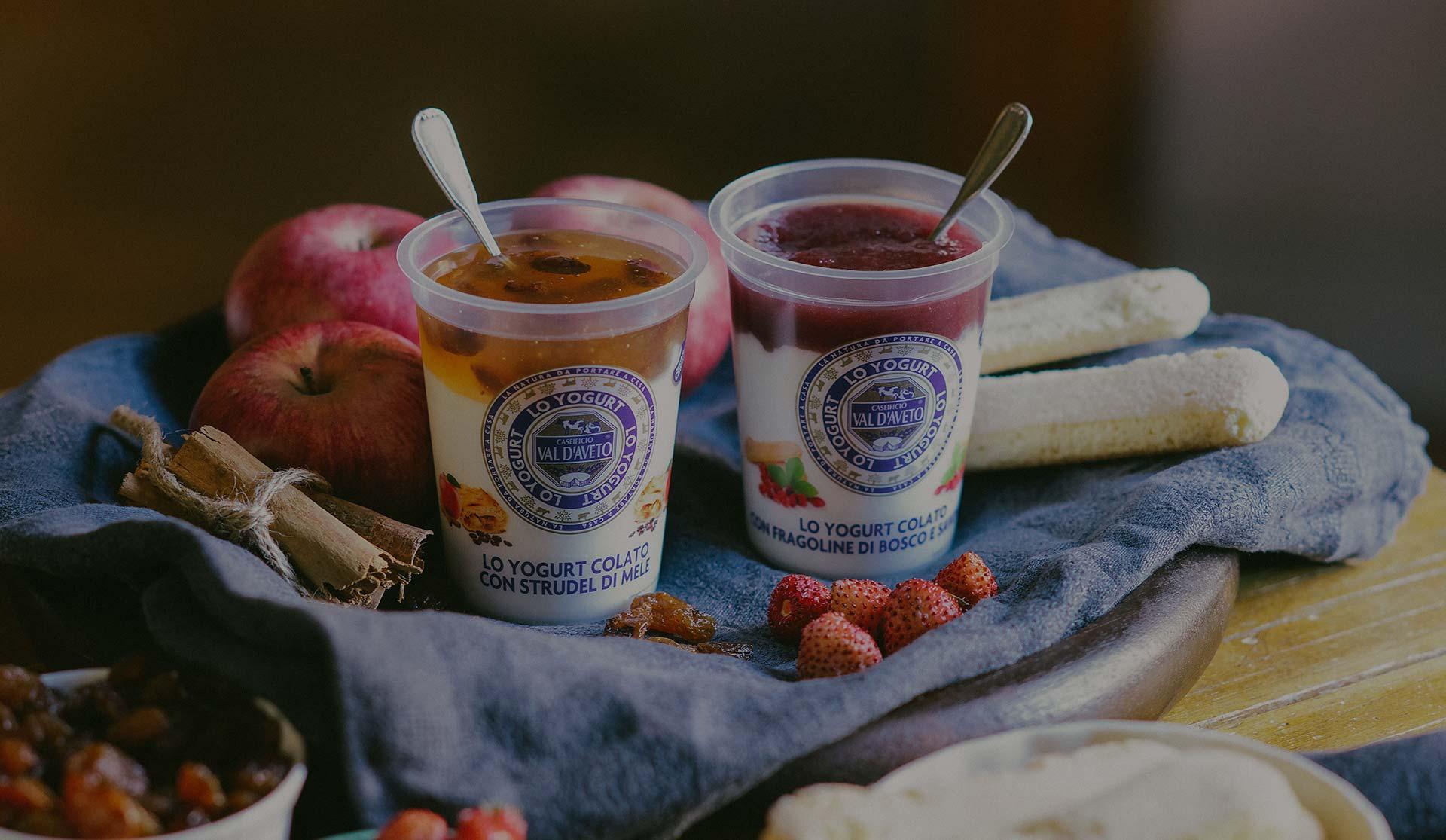 yogurt colato strudel di mele e fragoline e savoiardi
