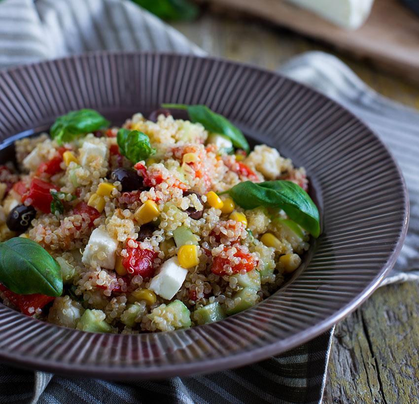 Insalata di quinoa mediterranea