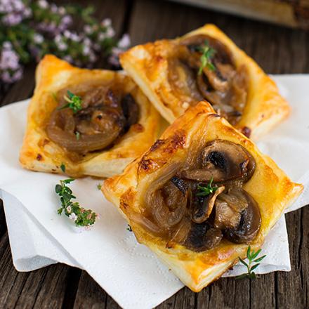 Sfoglie con Formaggetta champignon cipolle caramellate piccola